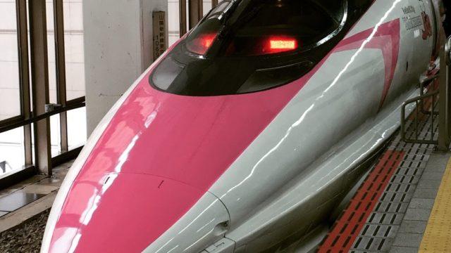 ハローキティ新幹線運行初日博多駅にて