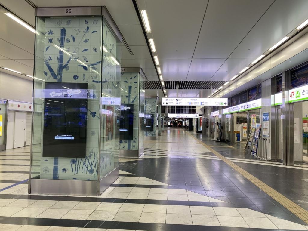 緊急事態宣言下の博多駅コンコース